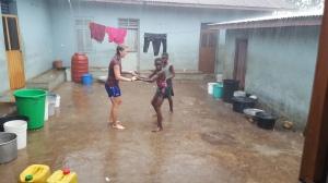 Mens jeg blogget kom regnet, og hva passet vel da bedre enn å danse?